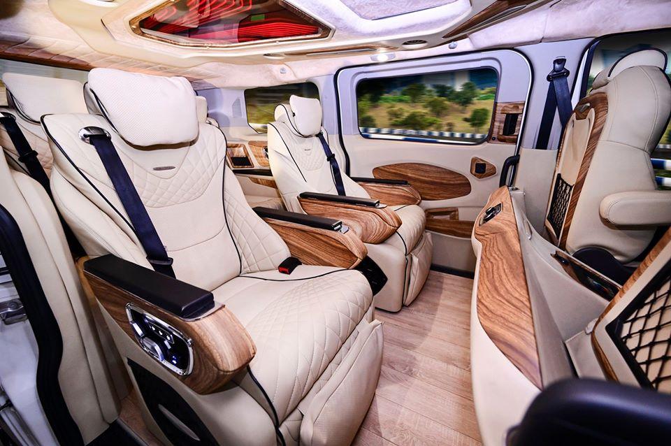 Ford Tourneo limousine 23