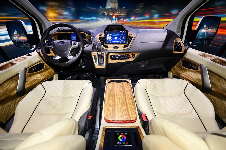 Ford Tourneo limousine 24