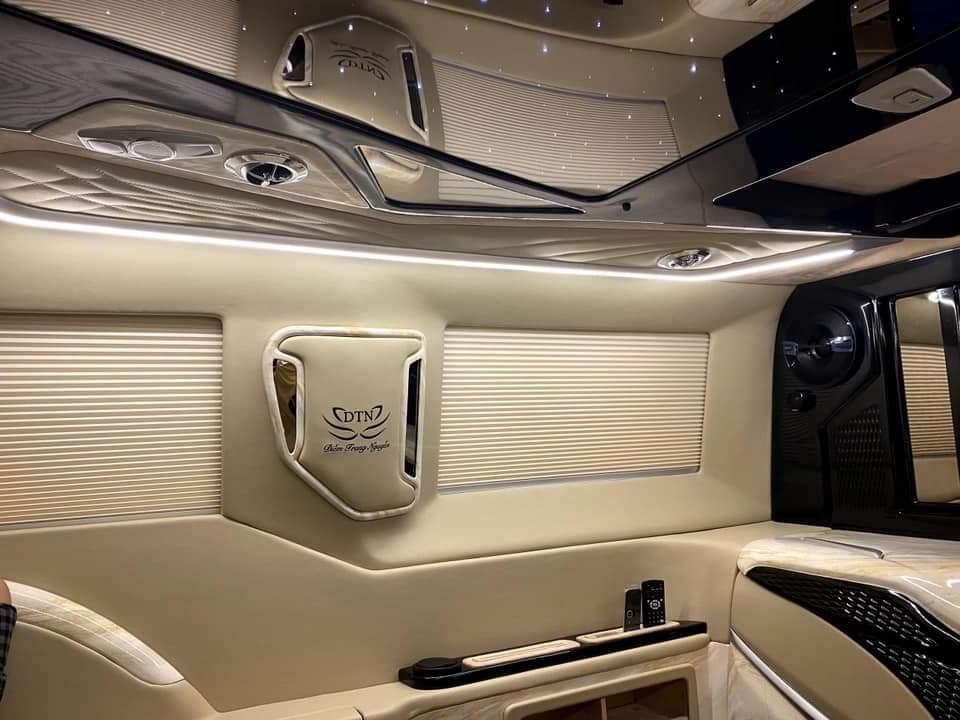 Ford tourneo limousine 12