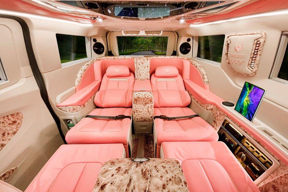 ford tourneo limousine màu hồng 1