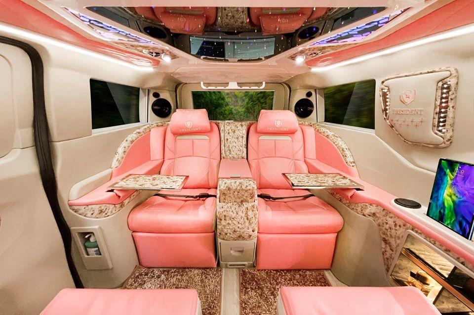 ford tourneo limousine màu hồng 2